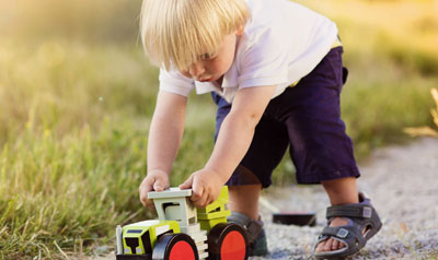 Outside play benefits toddler development